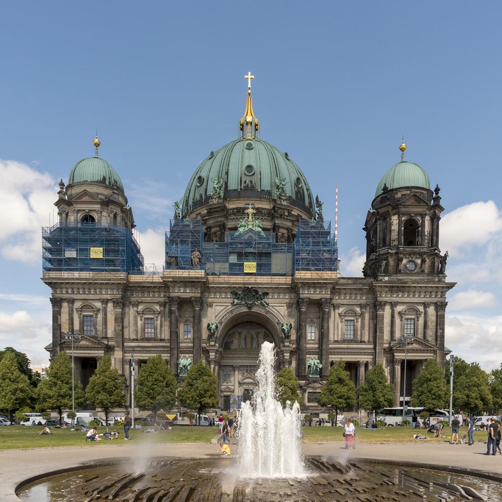 Der Berliner Dom vom Lustgarten aus gesehen