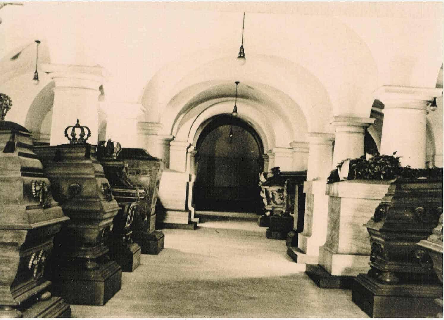 Historische Aufnahme der Grabaufstellung