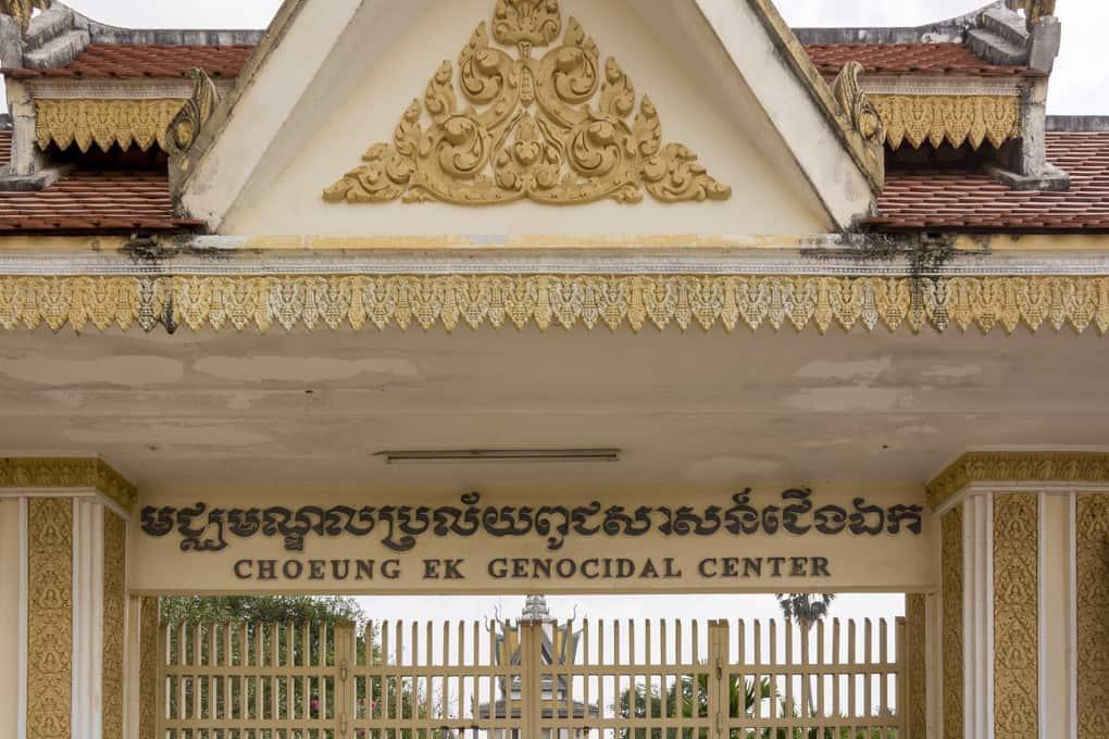 Eingangstor zur Gedenkstätte Choueng Ek nahe der Stadt Phnom Penh