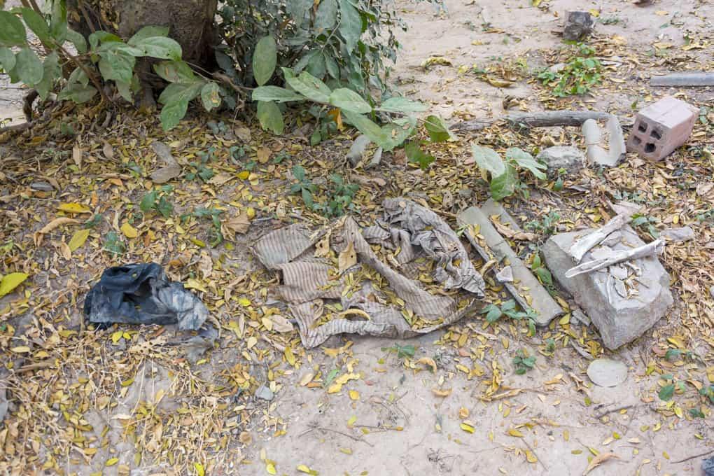 Menschliche Überreste auf den Killing Fields in der Genozid Gedenkstätte Choeung Ek