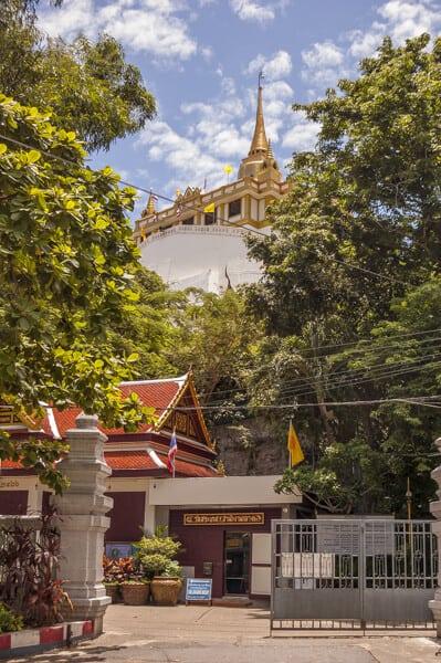 Eingang zum Golden Mount