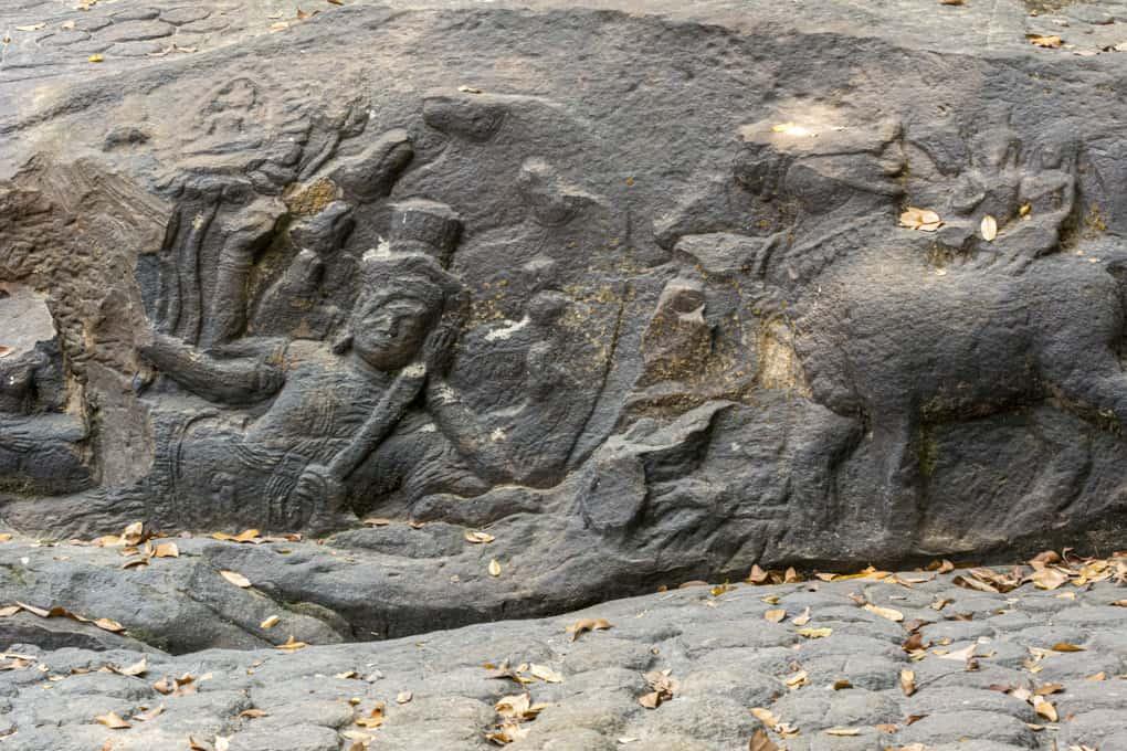 Shiva und seine Gefährtin reiten den Bullen Nandi