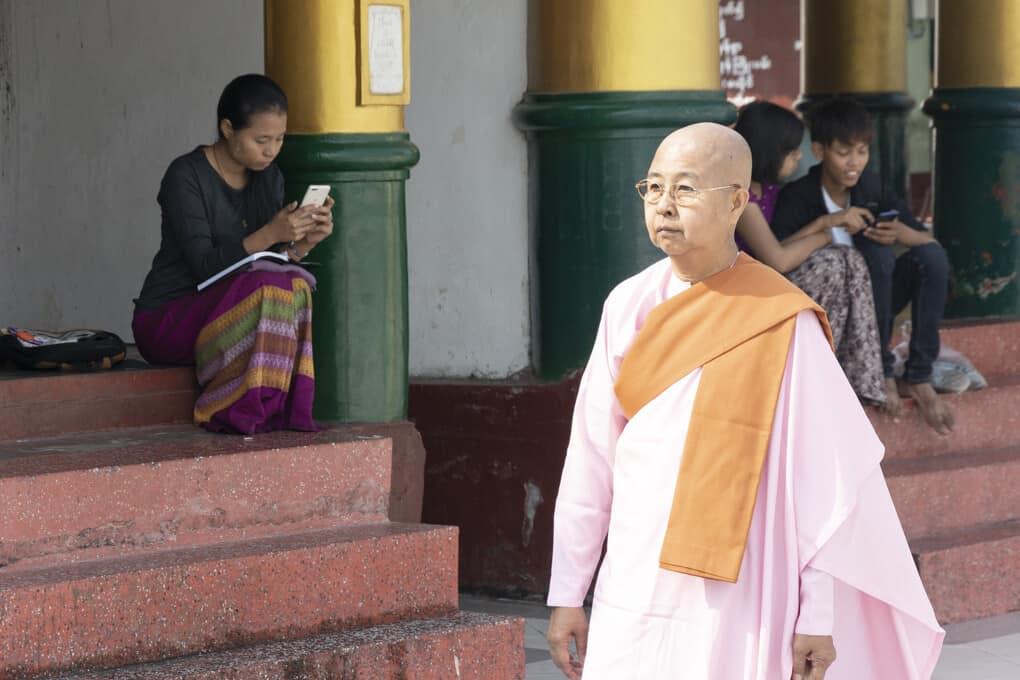 Nonne in Myanmar - die Rolle der Frauen im Buddhismus