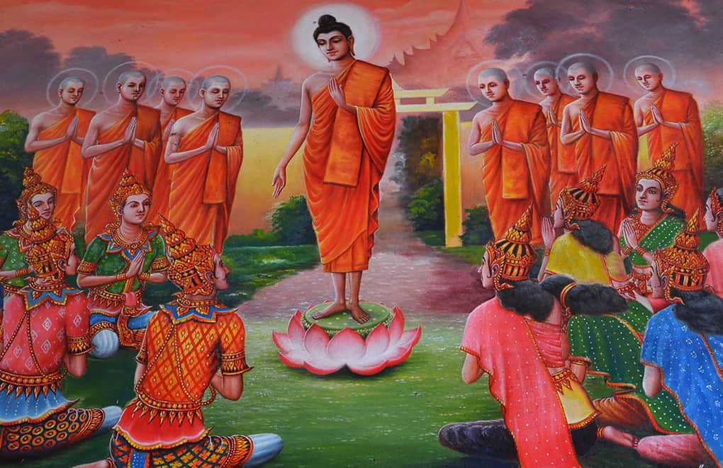 Buddha predigt auf dem Lotos-Thron zu seinen Jüngern
