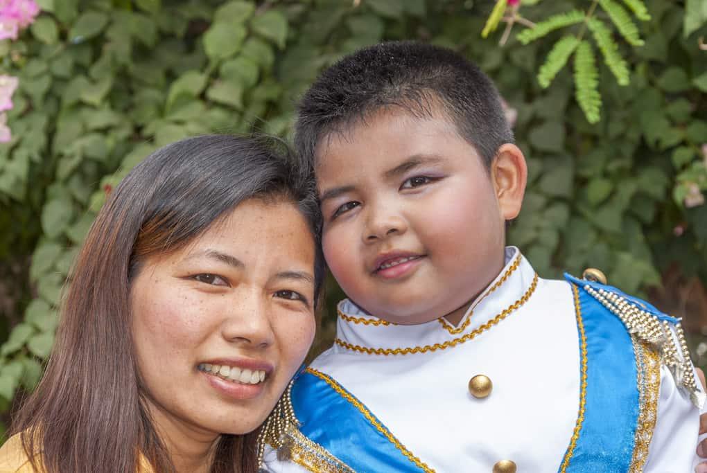 Kinder mit einer Thailänderin