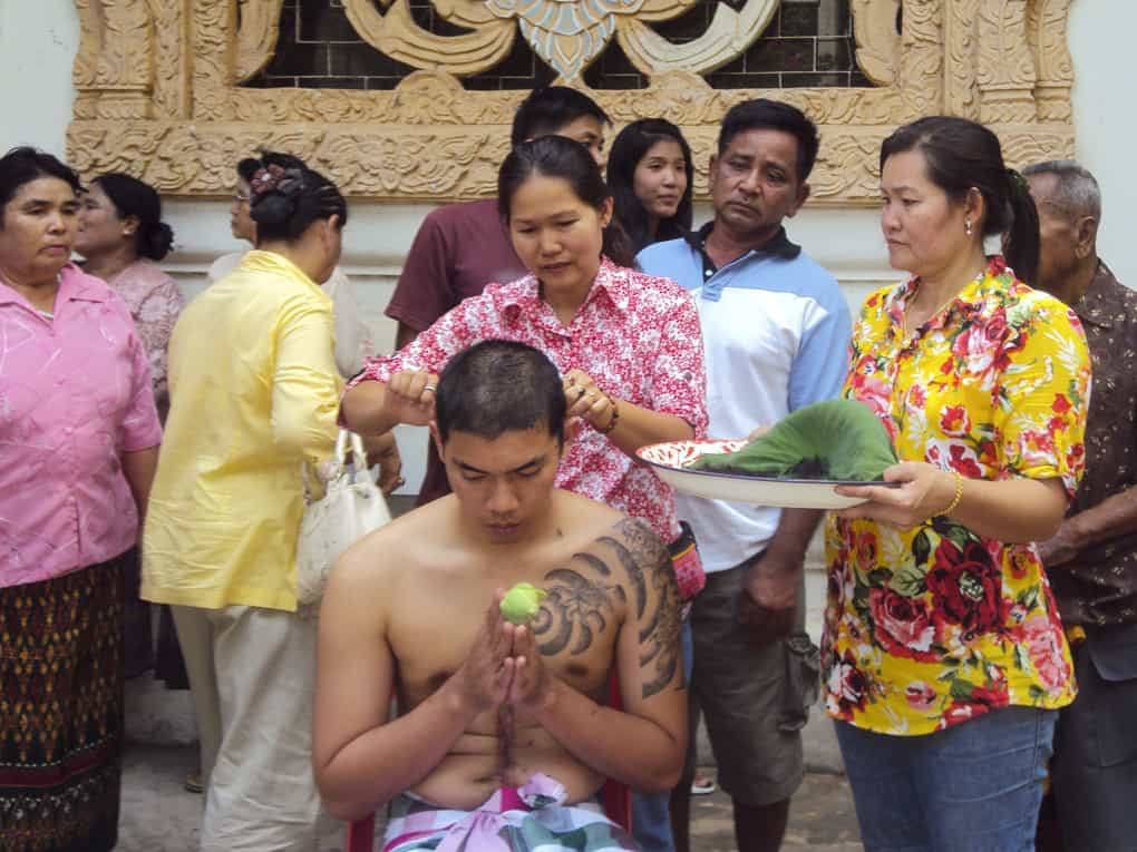 Mönchsweihe eines jungen Thailänders