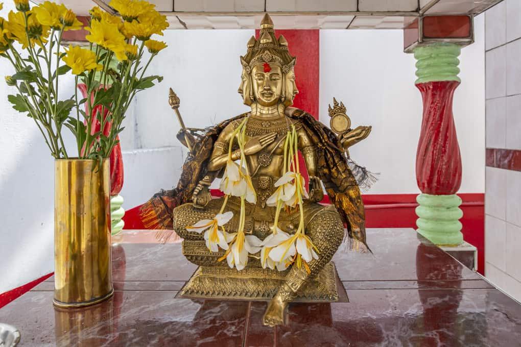 Statue in einem Tempel von dem Gott Brahma