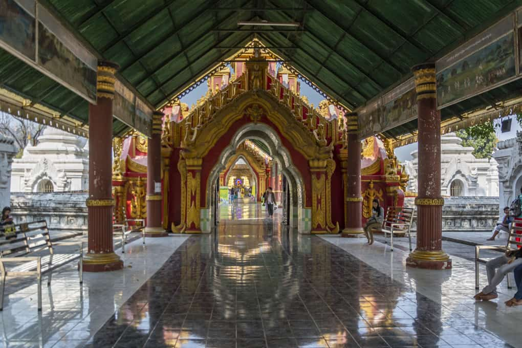 Überdachter Gang in der Kuthodaw-Pagode - das grösste Buch der Welt - Mandalay