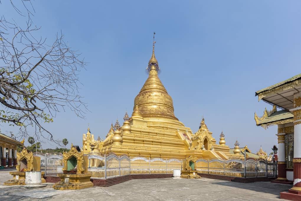 Die Maha Lawka Marazein-Pagode im Zentrum der Kuthodaw-Pagode in Mandalay