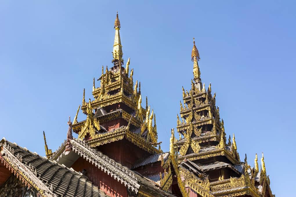 Wunderschöne Dachkonstruktion von Wat Sri Chum - Lampang