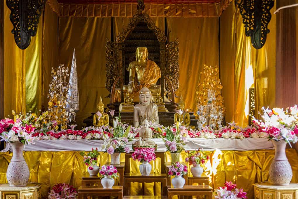 Buddha-Statue im Viharn