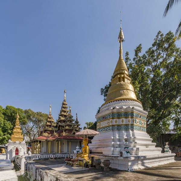 Vergoldete Stupa im Wat Sri Chum in Lampang