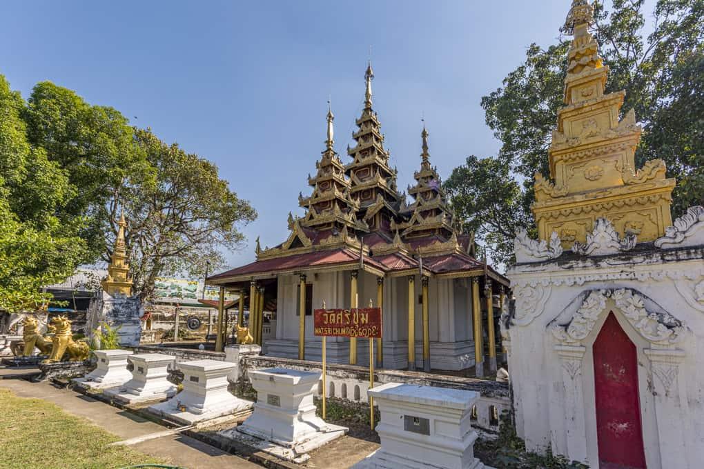 Rückseite mit Stupas von Verstorbenen