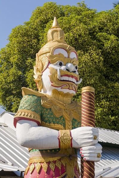Torwächter oder auch Yaksha vor dem Tempel
