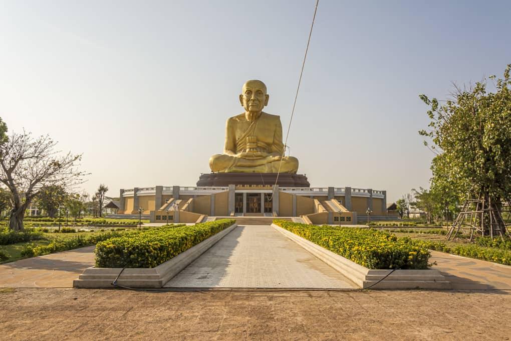 Die riesige Statue des Luang Por Tuat Maharat