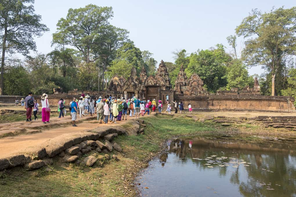 Zugang zum Tempel Banteay Srei in Kambodscha