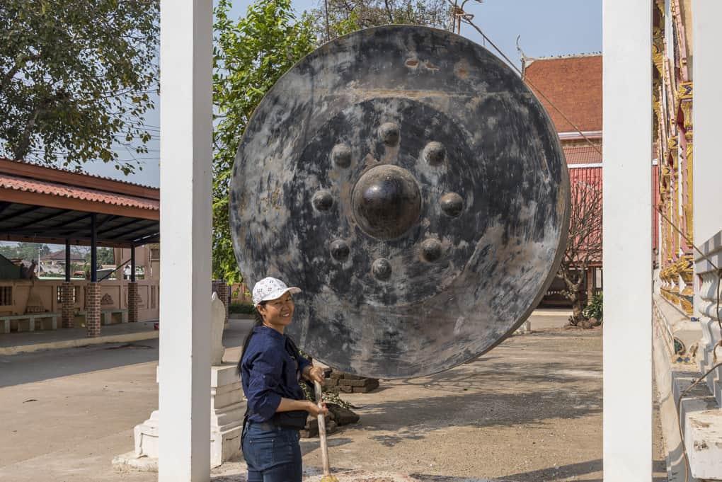 Grosser Gong im Wat Si Maha Pho