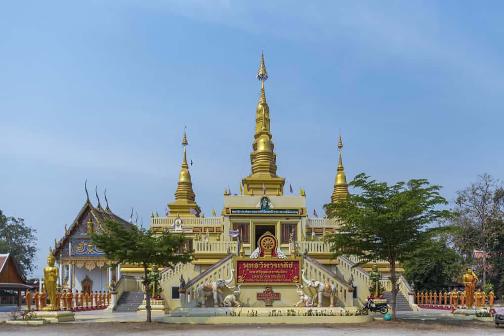 Aufgang zu den Buddha-Figuren