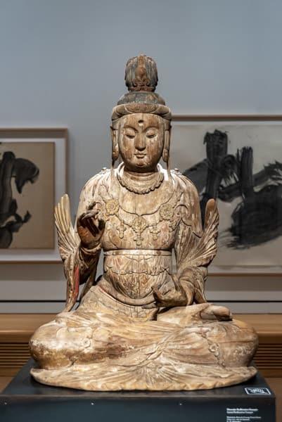 Bodhisattva Guanyin - geschnitzte Statue Museum Ostasiatische Kunst Köln