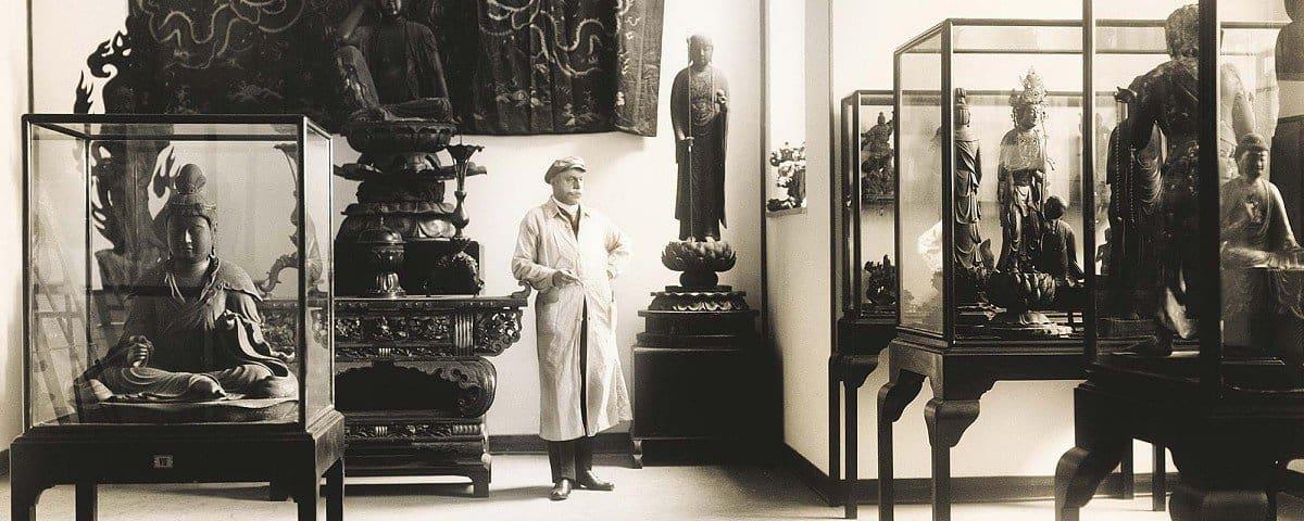 Adolf Fischer in den alten Museumsräumen