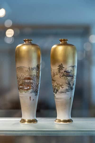 zwei zierliche Japanische Vasen