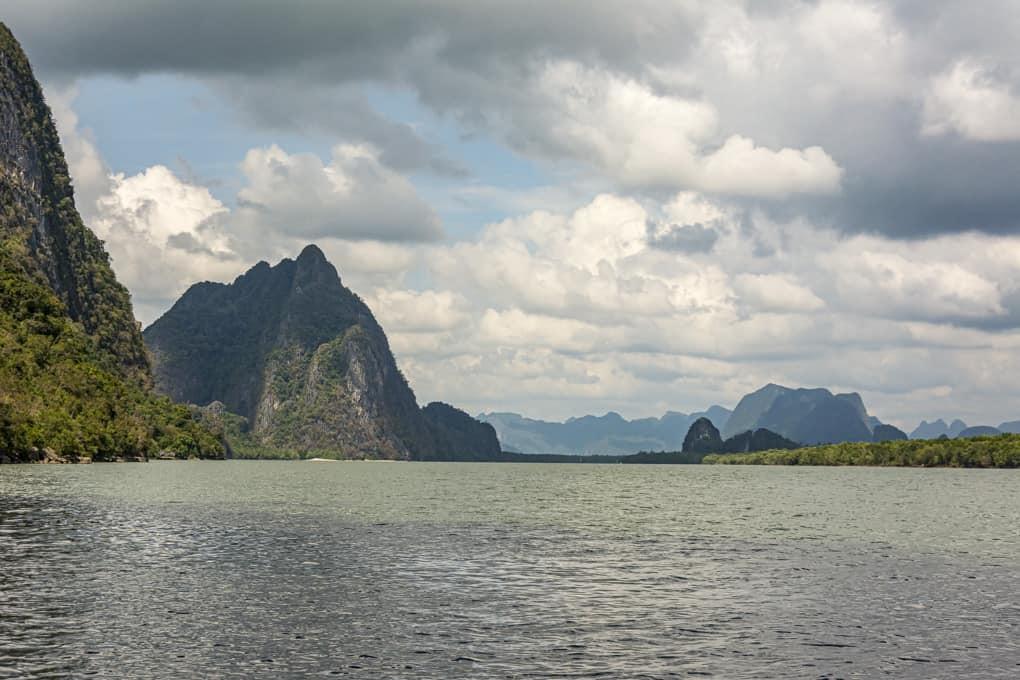 Bergkette in der Nähe des Dorfes