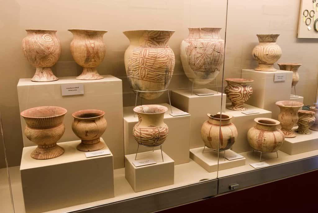 Keramikwaren im Nationl Museum Ban Chiang