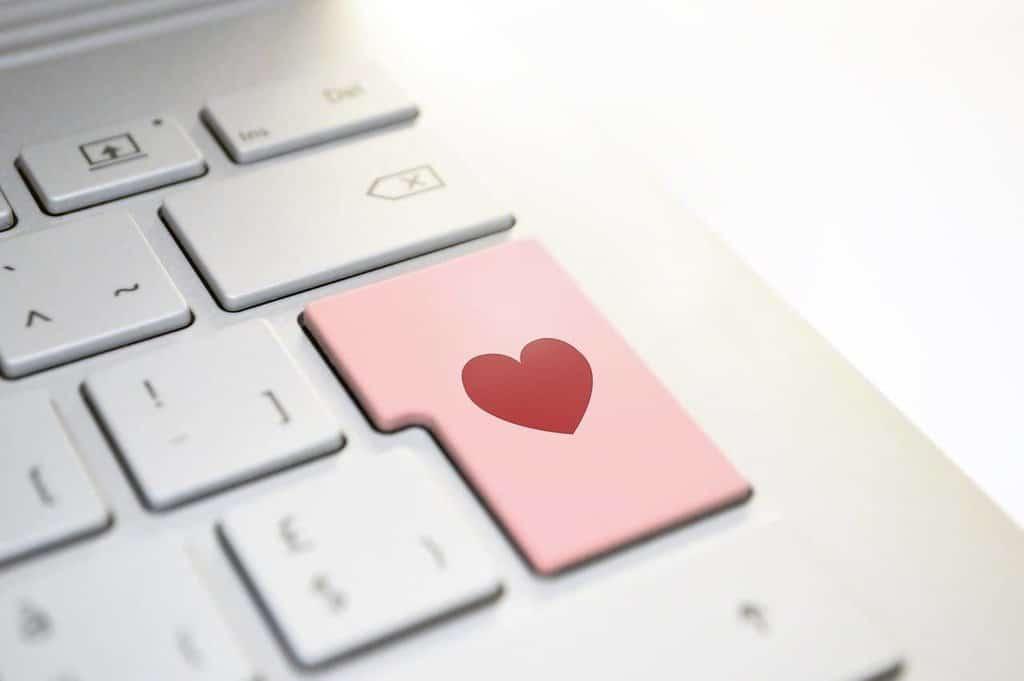 Heute geht die vermeintliche Liebe gern über den Computer