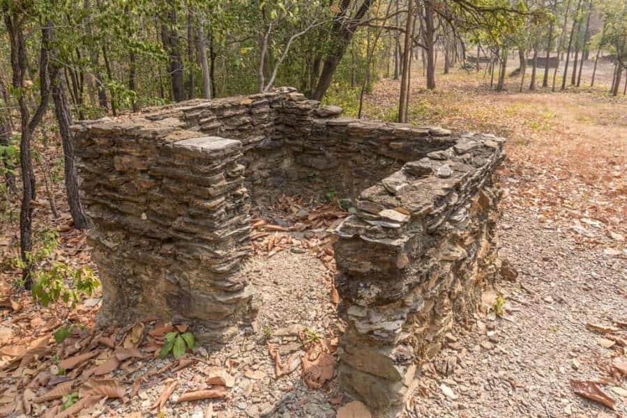 Reste eines vermutlichen Kuttis im Wat Aranyik