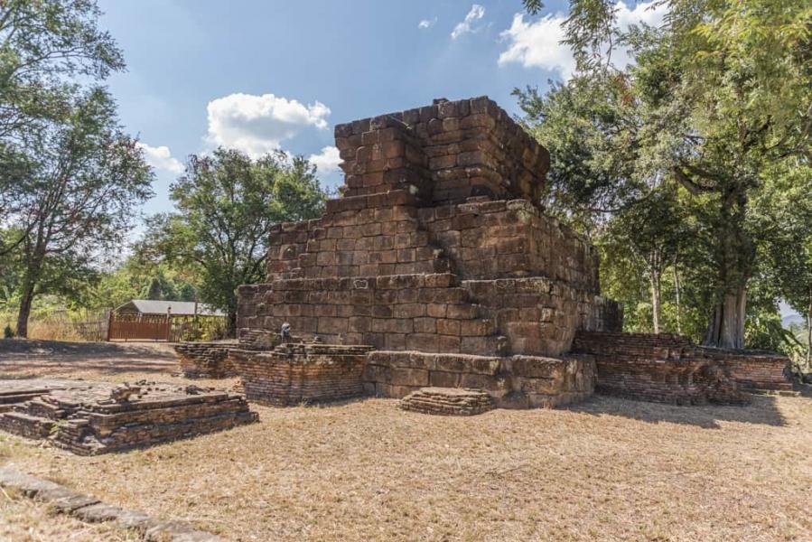 4 Ebenen der Pyramide von Wat Kon Laeng auf der obersten wurde Phi Muang geopfert